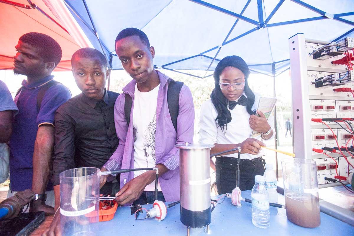 Estudantes da Universidade Jean Piaget desenvolvem sistema de tratamento de água