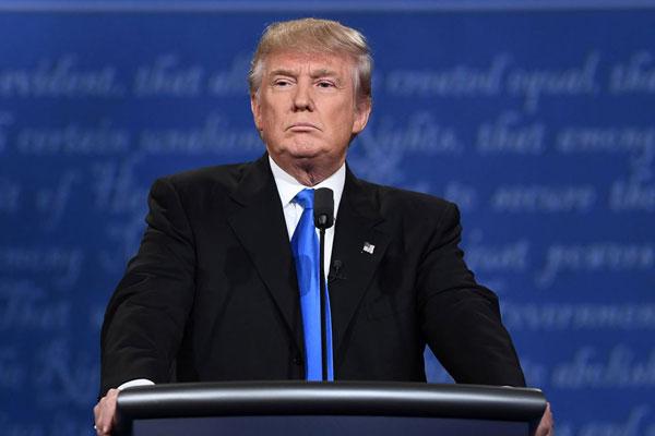 "Donald Trump avisa que Estado Islâmico vai ""pagar caro"""