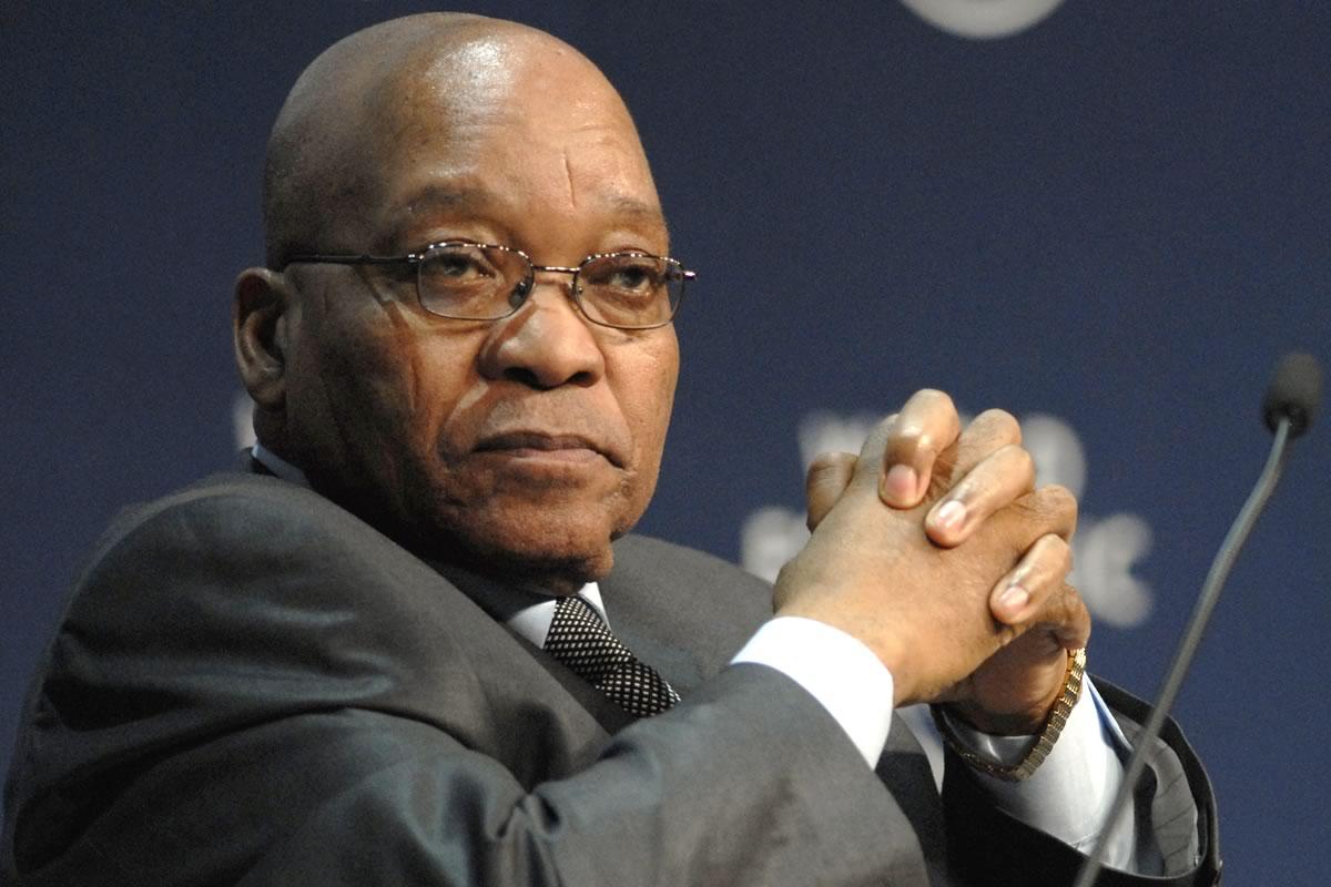 Jacob Zuma nega as acusações de corrupção