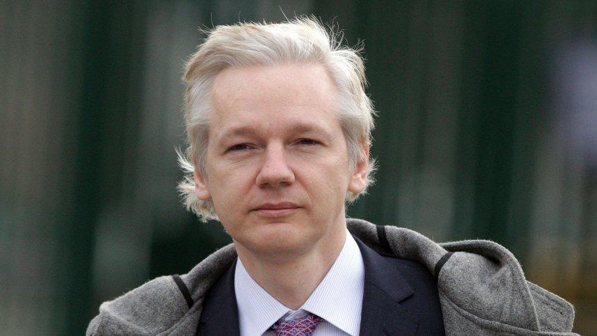 Governo equatoriano concede cidadania a Assange