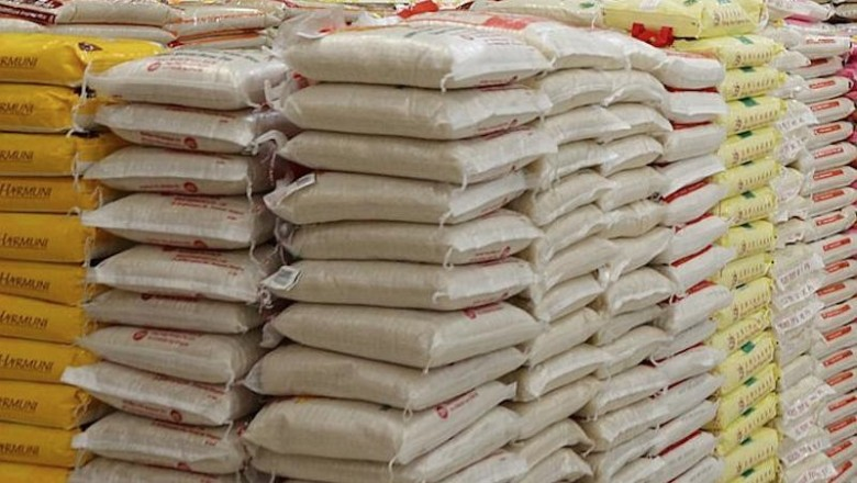 SIC apreende sacos de fuba de milho sem qualidade para consumo em Moçâmedes