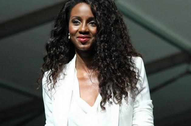 """""""A mulher angolana é muito vaidosa, mesmo com um simples acessório, acaba por preencher o look dela"""", considera Edusa Chindecasse"""