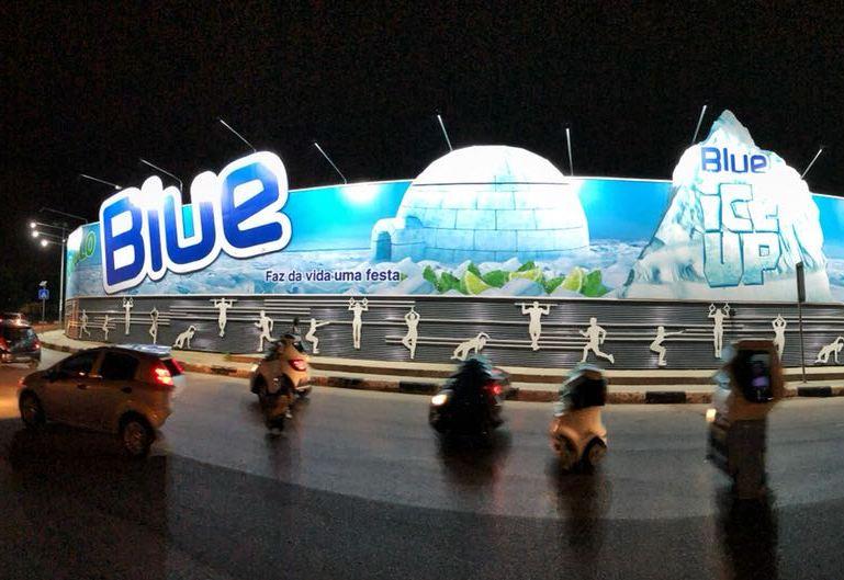 Blue Ice Up está na maior estrutura de publicidade de África