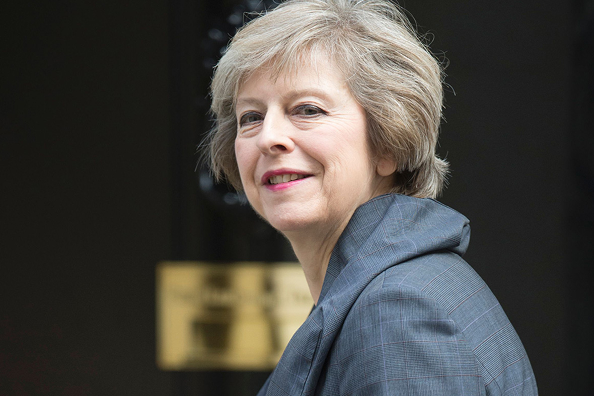 Theresa May é atacada, mas continua a defender a saída do Reino Unido da UE