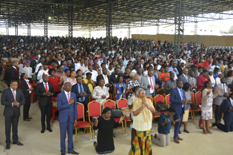 Pastores detidos por reabrirem templos