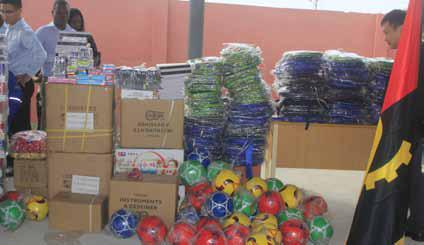 Empresa chinesa oferece material didáctico e desportivo à escola no Nzeto