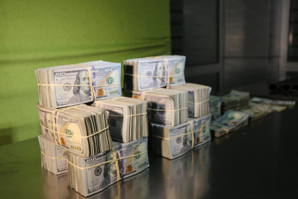 Cidadão vietnamita detido com mais de 500 mil dólares