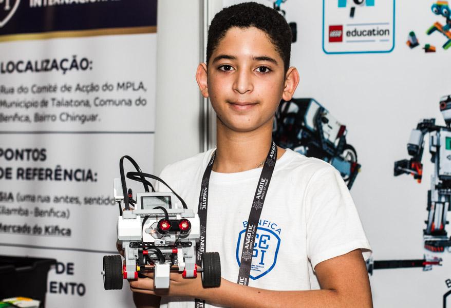 Estudantes do CEPI criam robô com kit lego