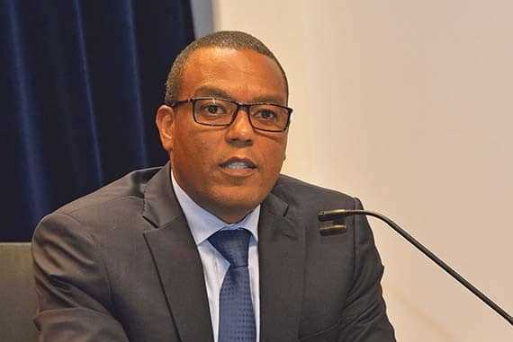 Apenas um terço da população angolana tem acesso aos bancos, declara governador do BNA