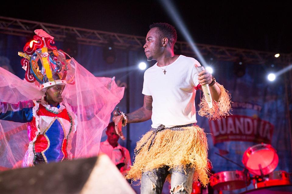 Puto Português partilha palco com a banda Chiclete com Banana