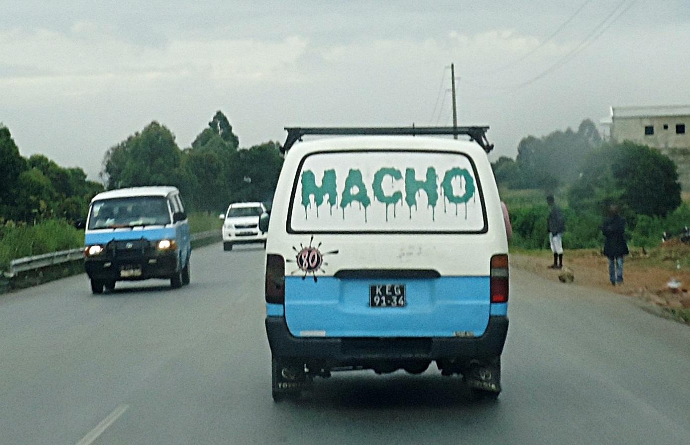Letreiros são retirados dos táxis pela Polícia Nacional