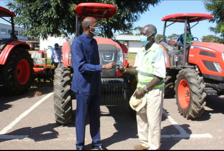 Moxico recebe tractores para apoio à agricultura