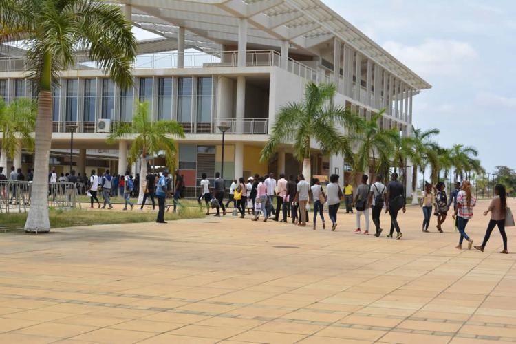 Aprovadas propinas no ensino superior público