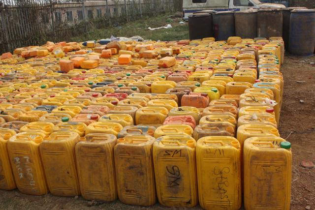 Mais de 14 mil litros de combustível apreendidos na província do Uíge