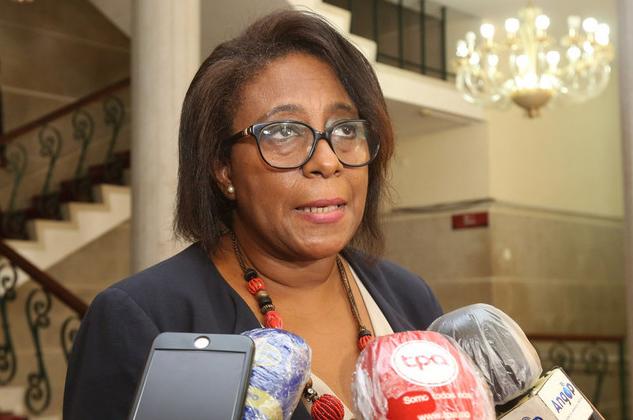 Ministra reconhece que divisão académica por região criou problemas de gestão
