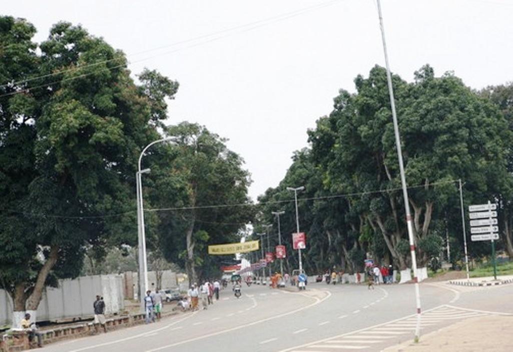 Moradores do bairro Txamba pedem escola e reabilitação da via de acesso
