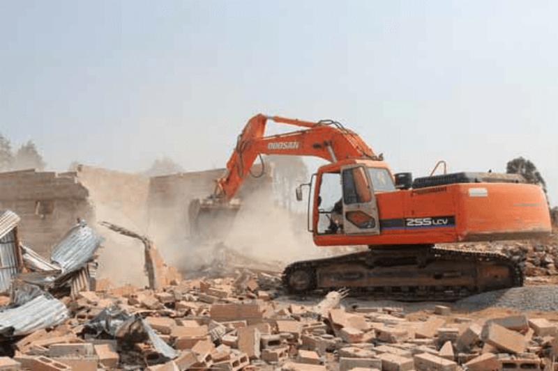 Governo demole duas escolas na Lunda Sul por má qualidade das obras
