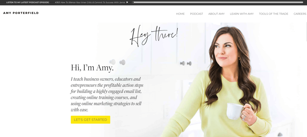 Amy Porterfield podcast hello bar example