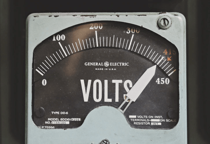 An old GE voltmeter showing power.