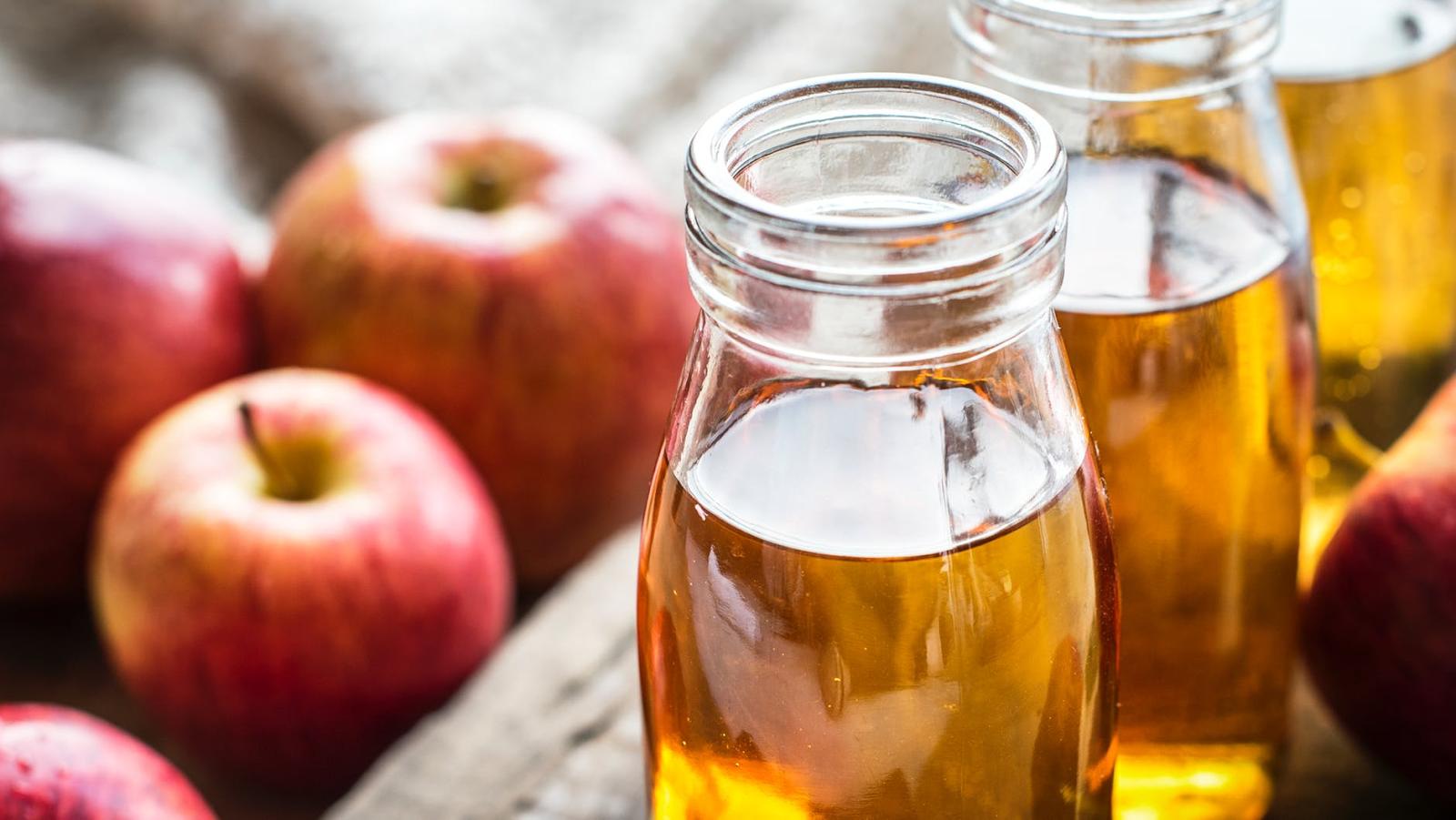 glasses of apple cider