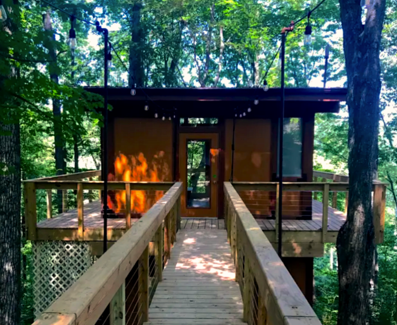 natural treehouse home hotel in Ohio
