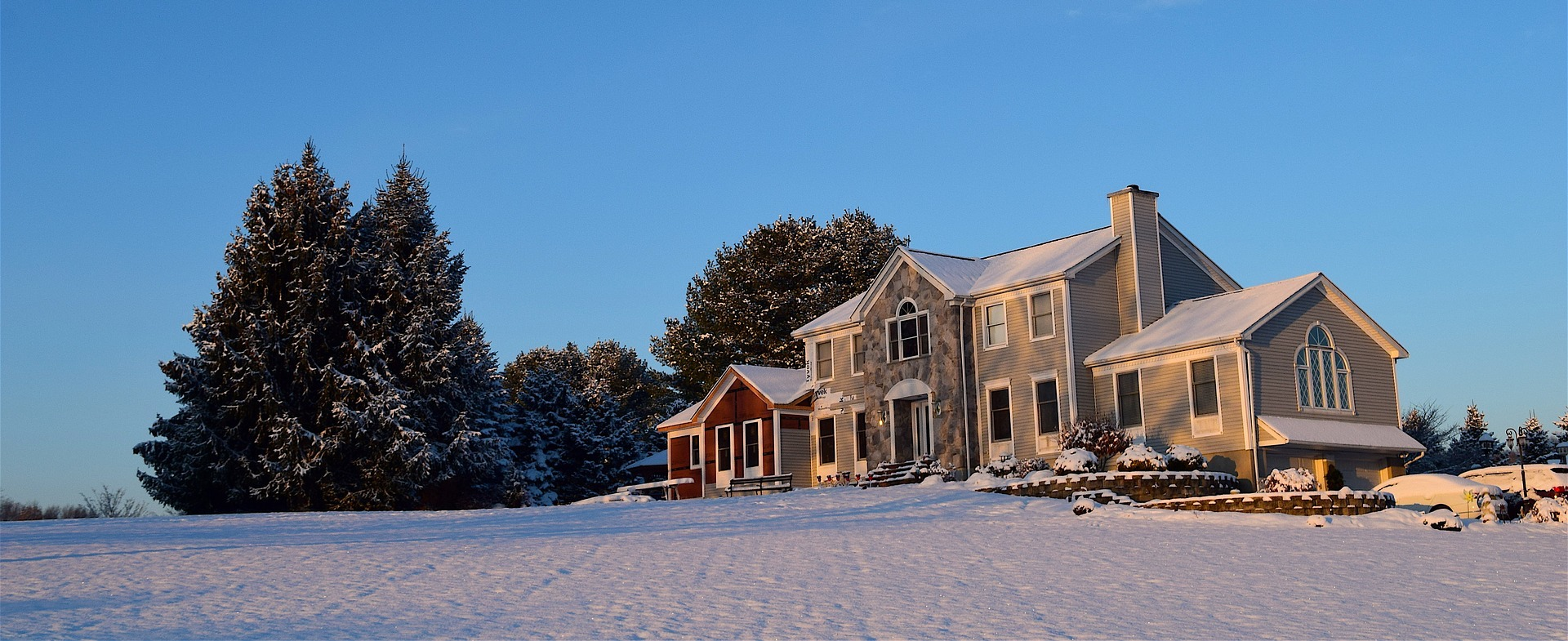 beautiful home in the snowy weather
