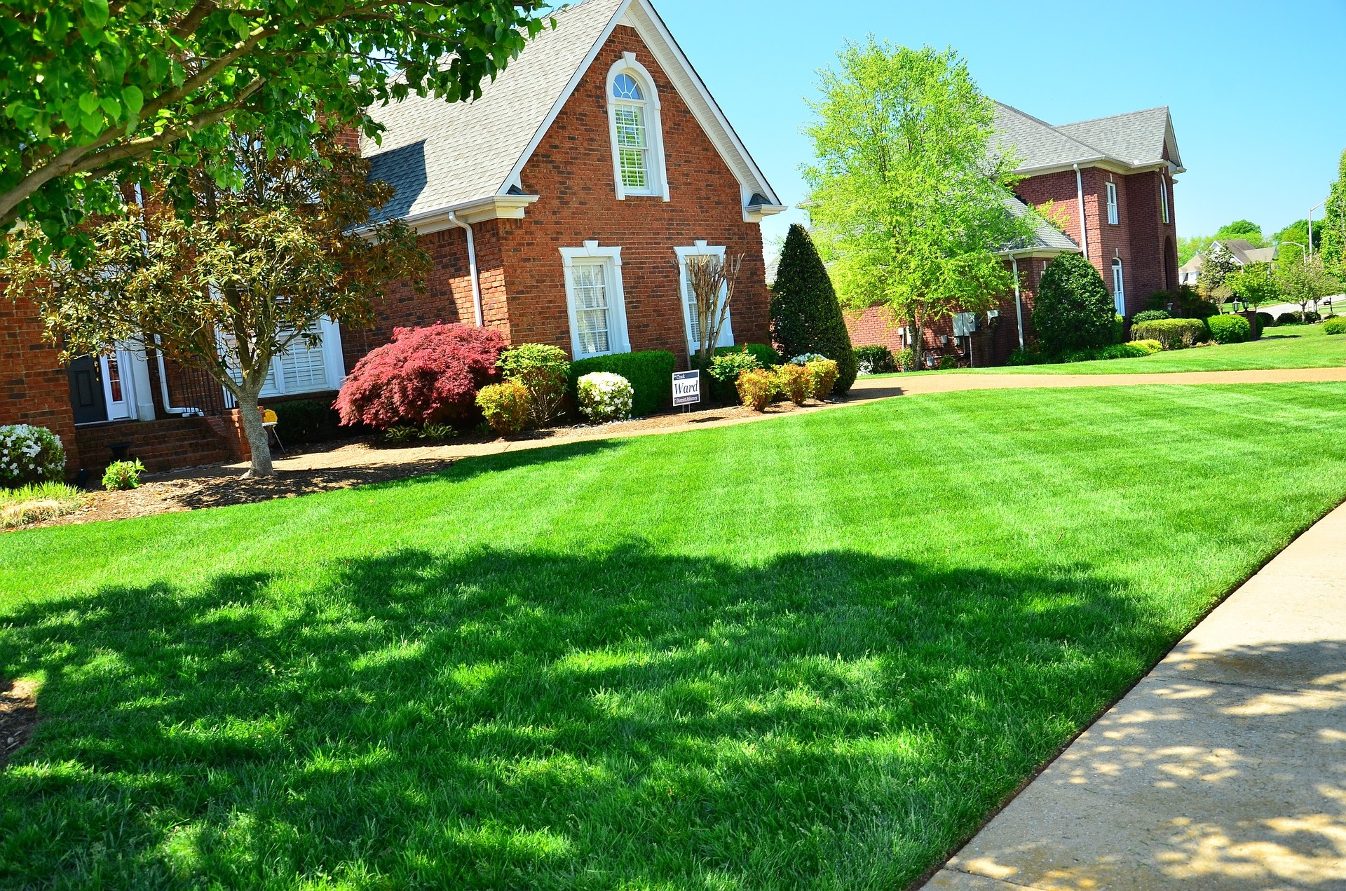 house with freshly cut & cared lawn