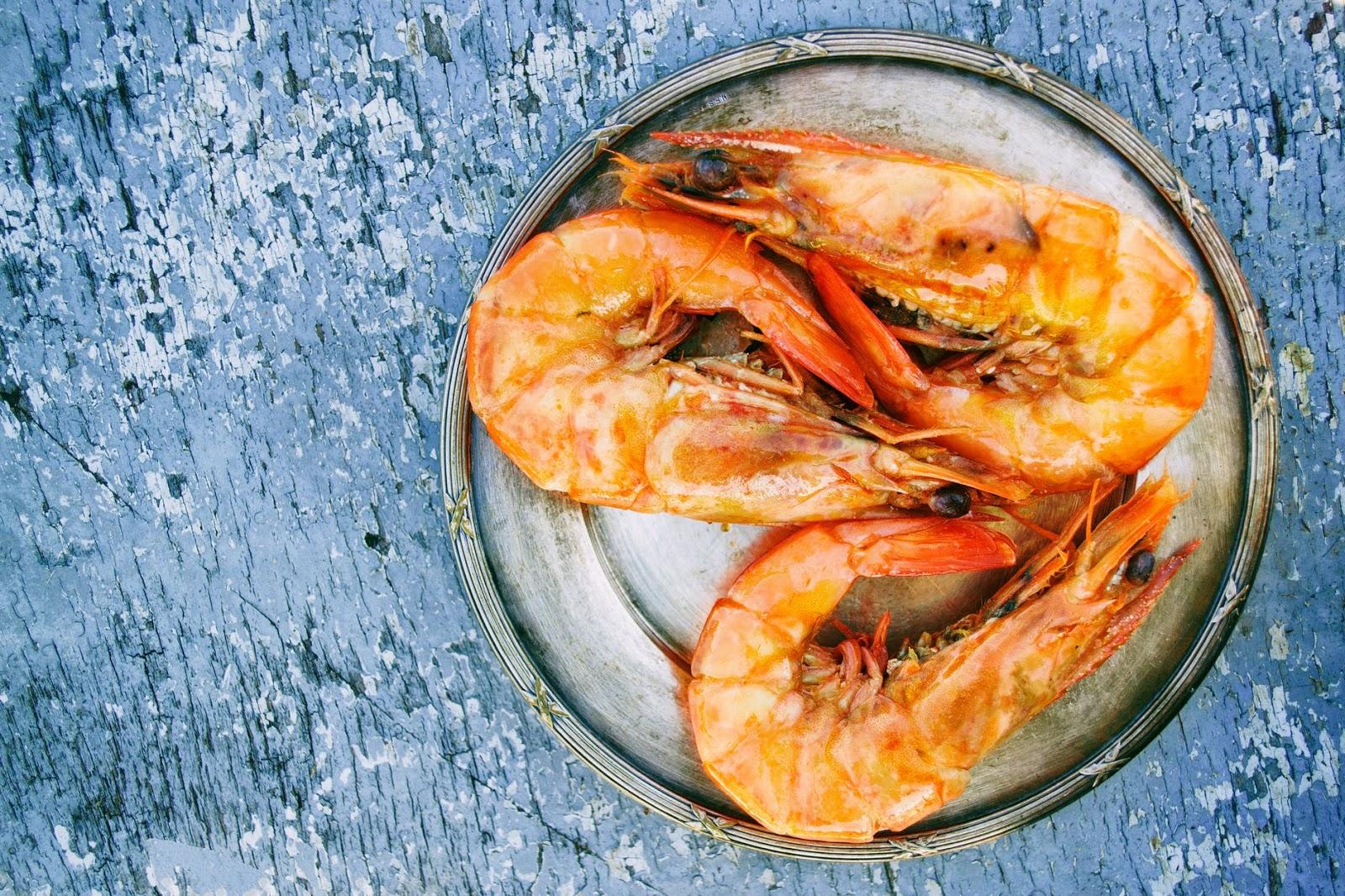 3 big prawn on a plate