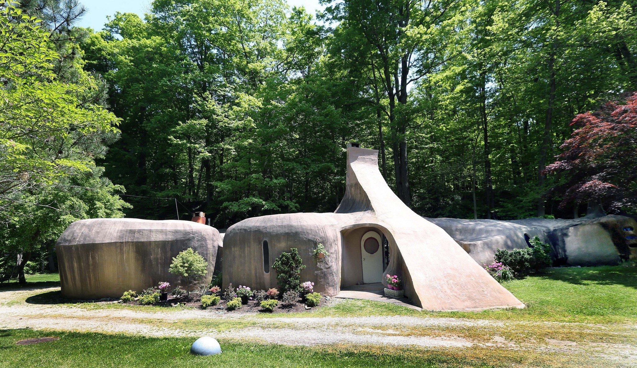 Flintstone House in Painesville Ohio