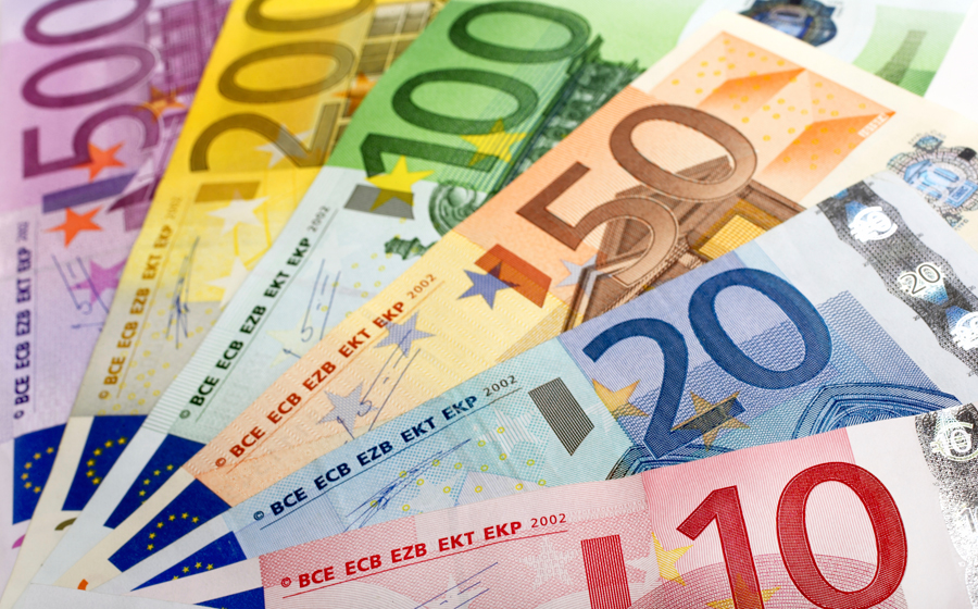 FOREX_auto-makers-italian-stocks-drag-european-shares-lower2106_FXPIG