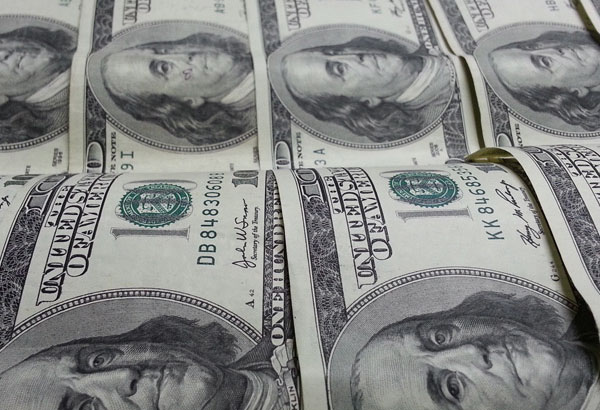 FOREX_Dollar-dented-by-trade-worries_FXPIG