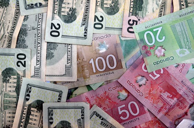 FOREX_usdcad-canadian-dollar-quiet-investors-eye0307_FXPIG