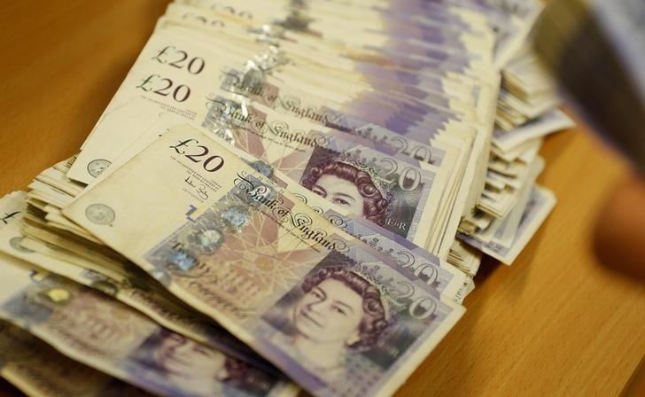 FOREX_pound-pummelled-by-stronger-dollar1308_FXPIG