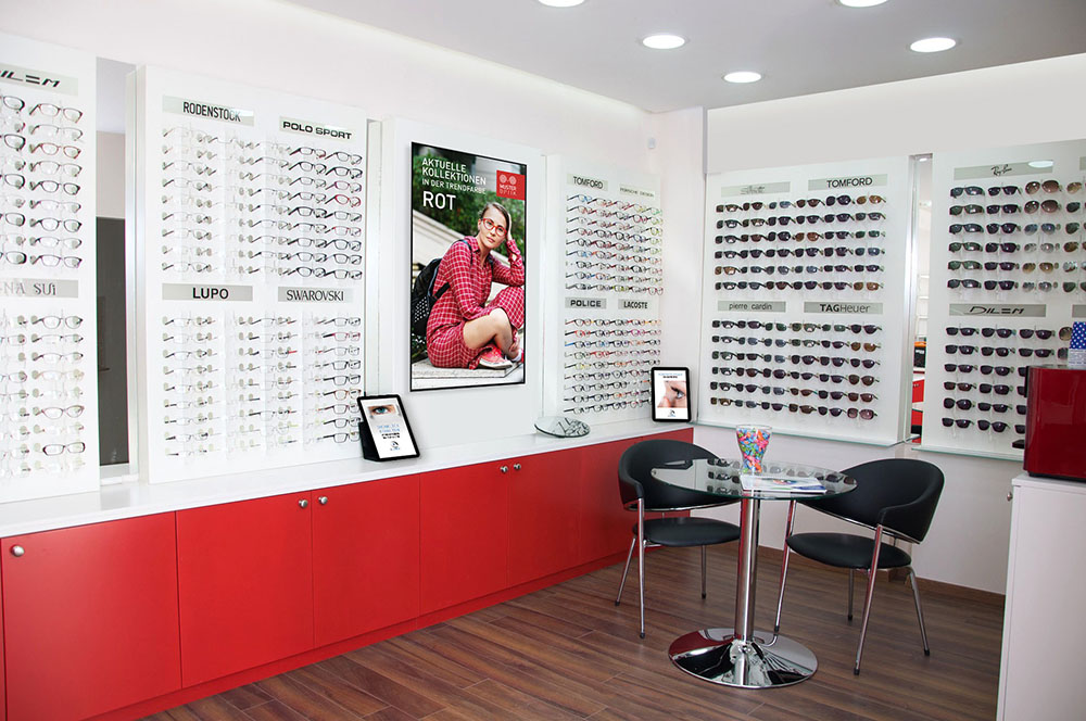 Digital Signage in einem Optiker Geschäft