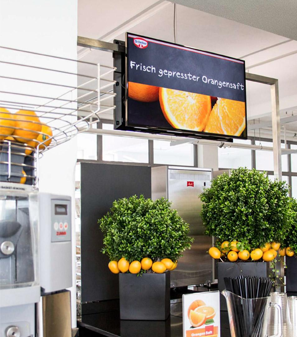 Digital Signage bei einem Unternehmen in der Kantine