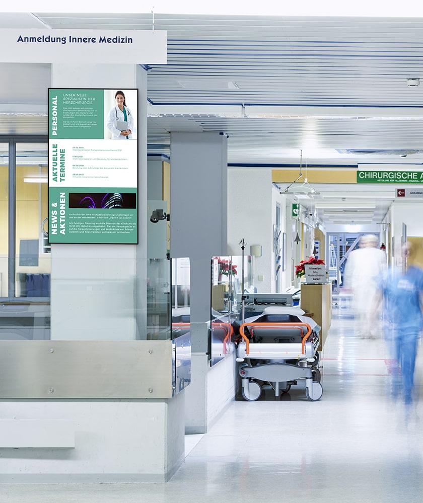Infobildschirm in einem Krankenhaus