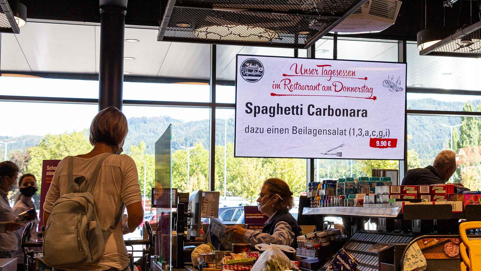Digital Signage in einem Einzelhandelsgeschäft im Einzelhandel