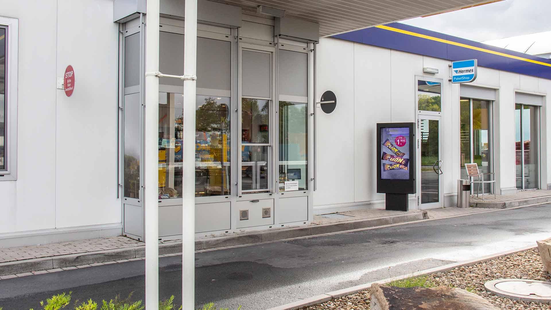 Digital Signage an einer Tankstelle