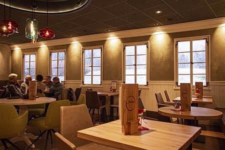 Digitale Fenster als Highlight im Bäckercafé Stehle