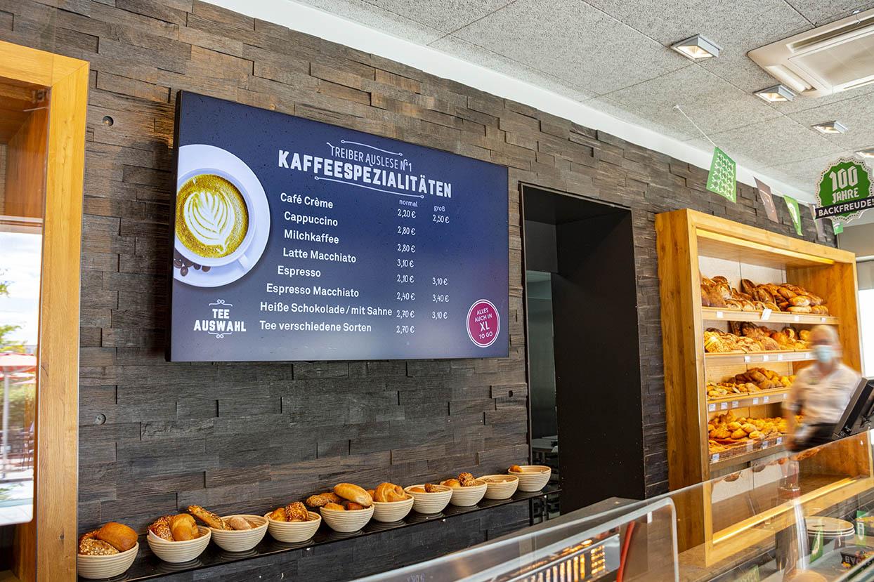 Pünktlich zum 100-Jährigen Firmenjubiläum der Bäckerei Treiber wurden in 8 Filialen digitale Menüboards installiert.