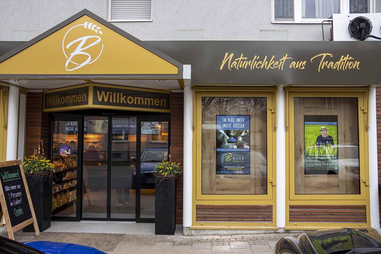 Anfang 2021 wurde das Geschäft der Bäckerei Buck komplett modernisiert und man entschied sich für ein Digital Signage System von Wedeko.