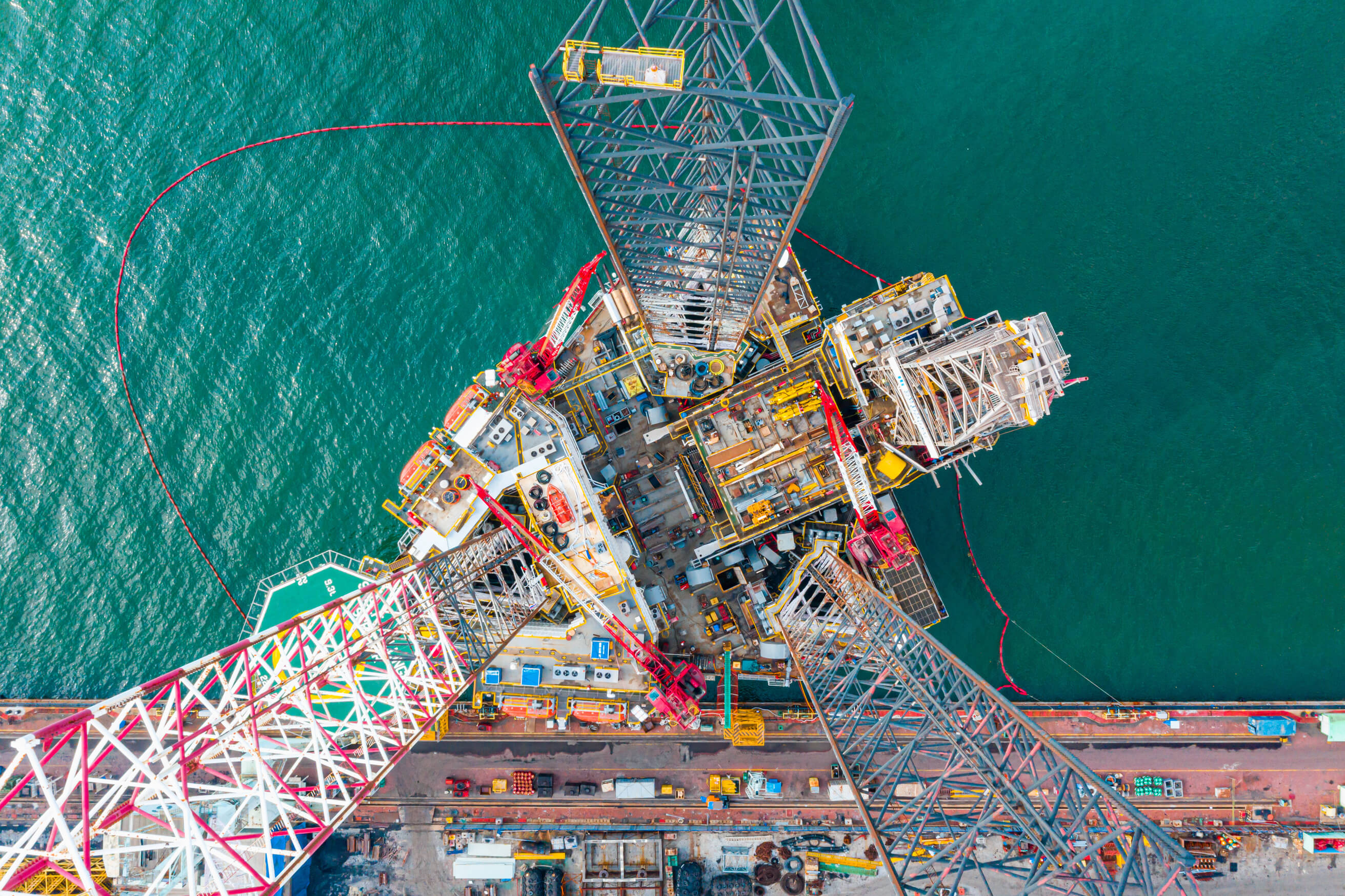 Bird's eye view of an oil rig at sea. Photo