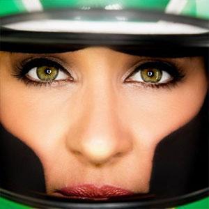 Rebecca Racer in Helment