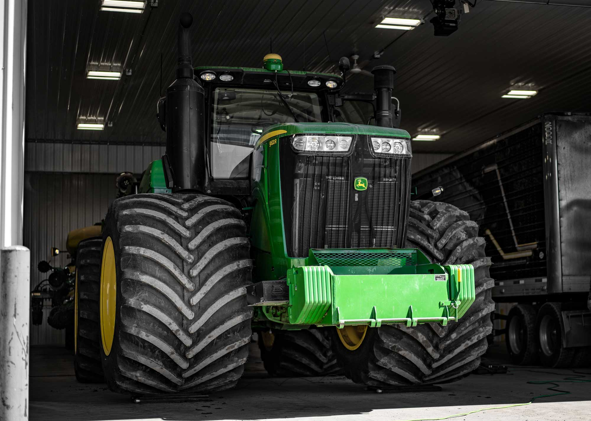 A John Deere 9620R 4WD tractor with Goodyear LSW1400/30R46 super single tires