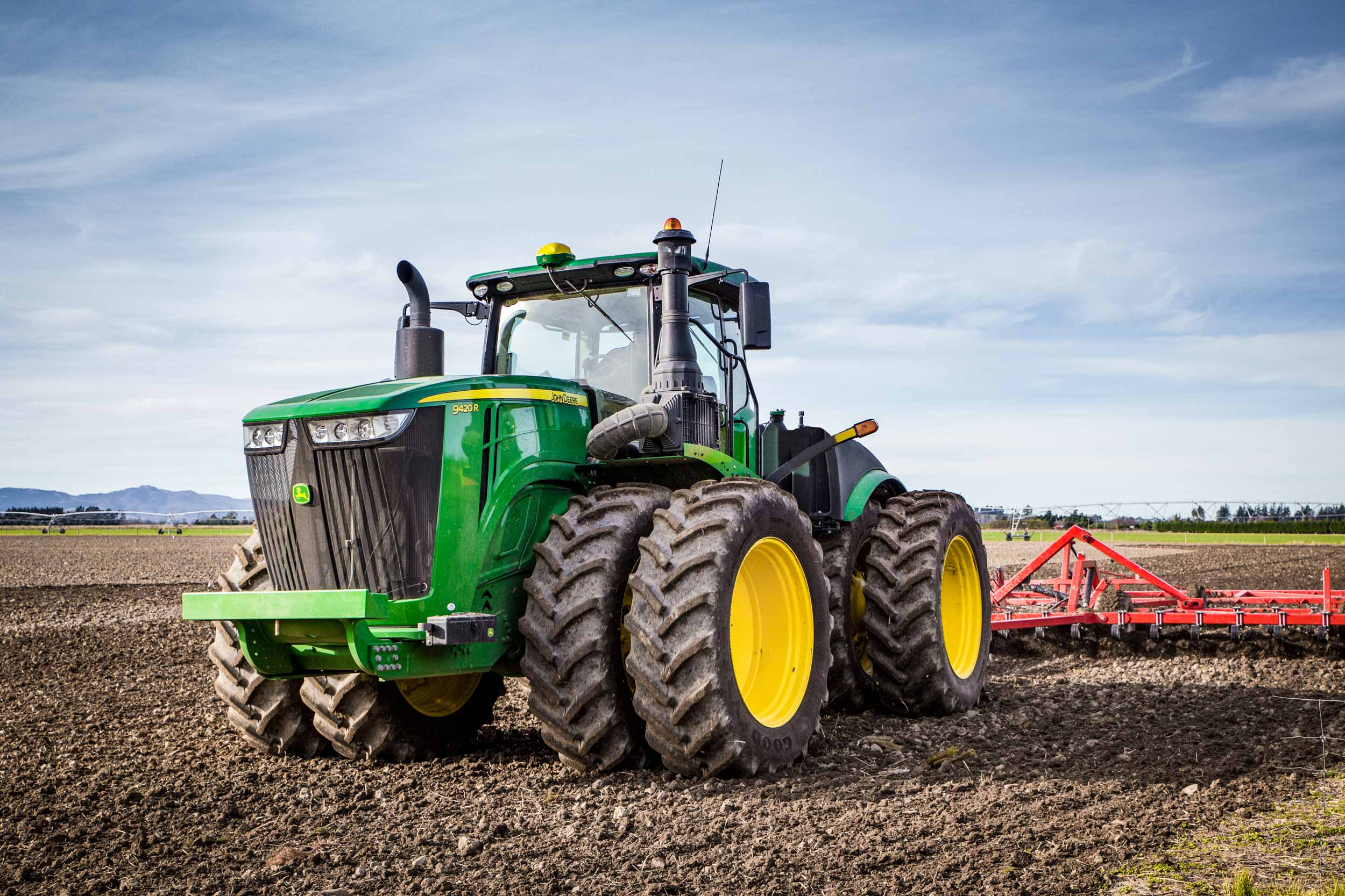4WD tractor with duals working in the field