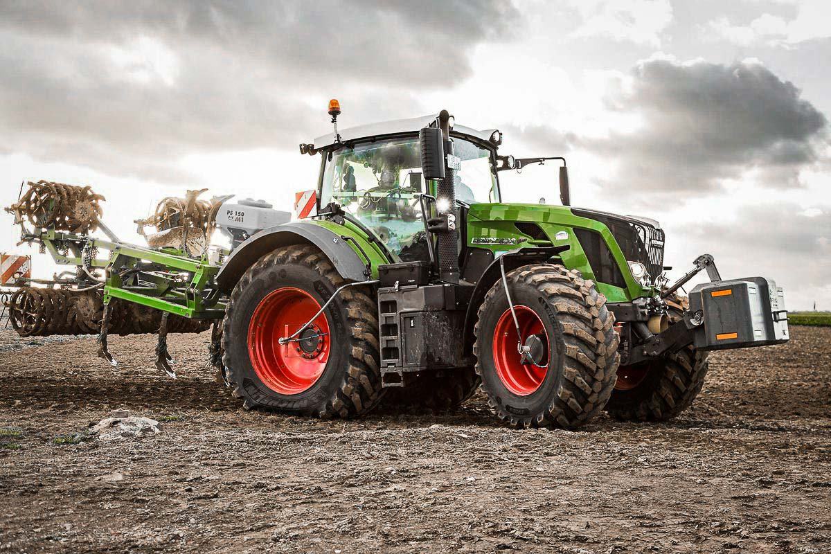 tractor with the Michelin EvoBib tire working in the field