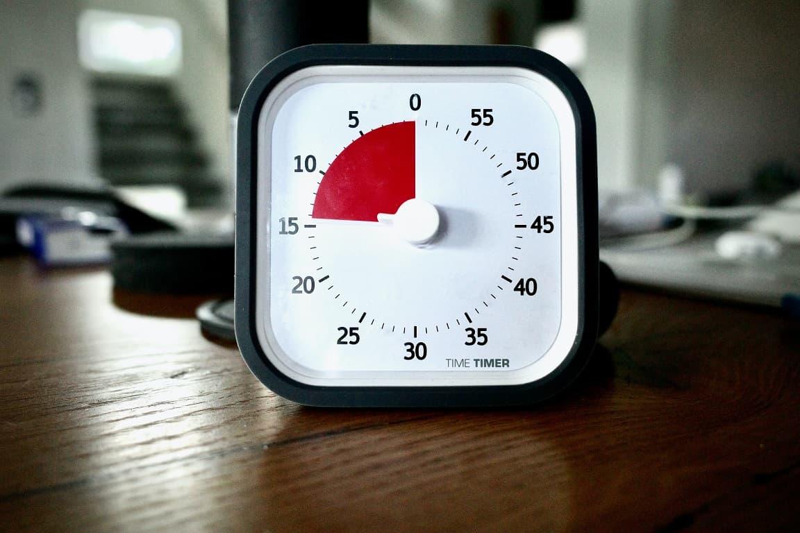Используйте таймер, чтобы выполнять задания с лимитом времени