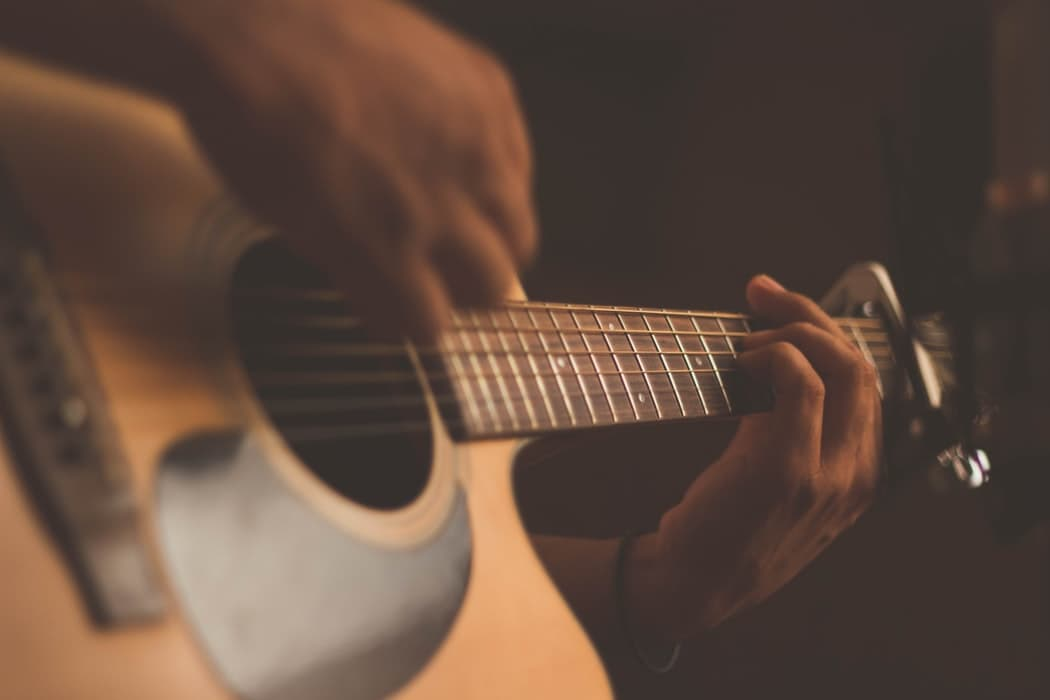 Научиться играть на гитаре на карантине