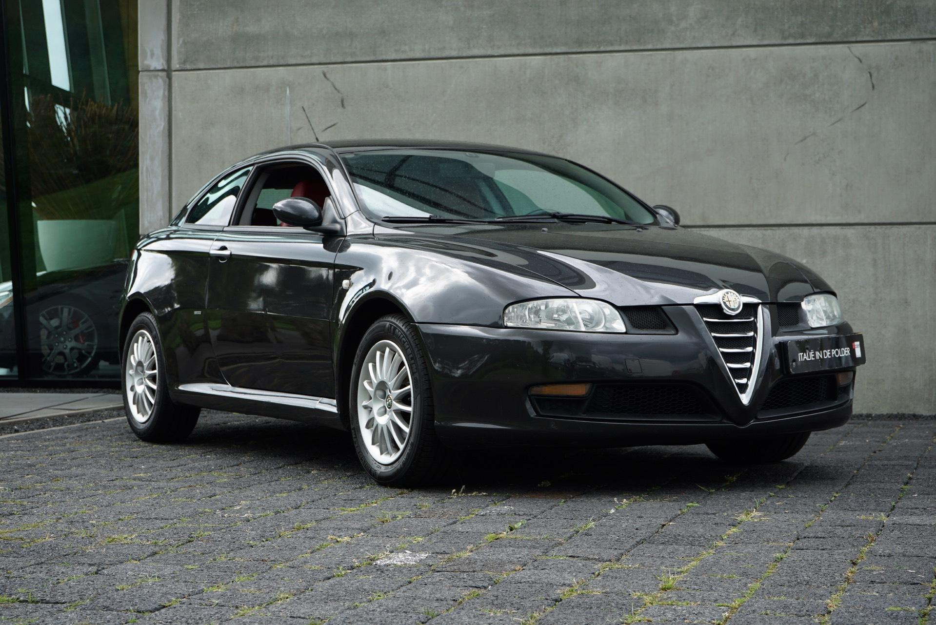 ALFA ROMEO GT 2.0 JTS DINSTINCTIVE