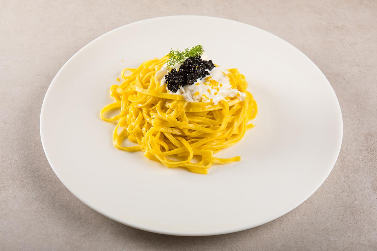 Tagliolini Freschi all'Uovo con Caviale di Storione dell'Adriatico e Stracciatella Pugliese